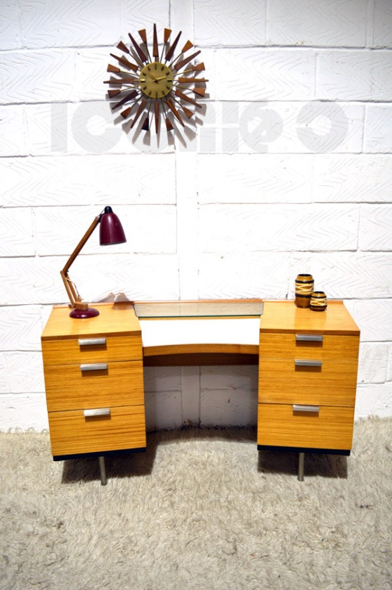 __Stag fineline dressing table