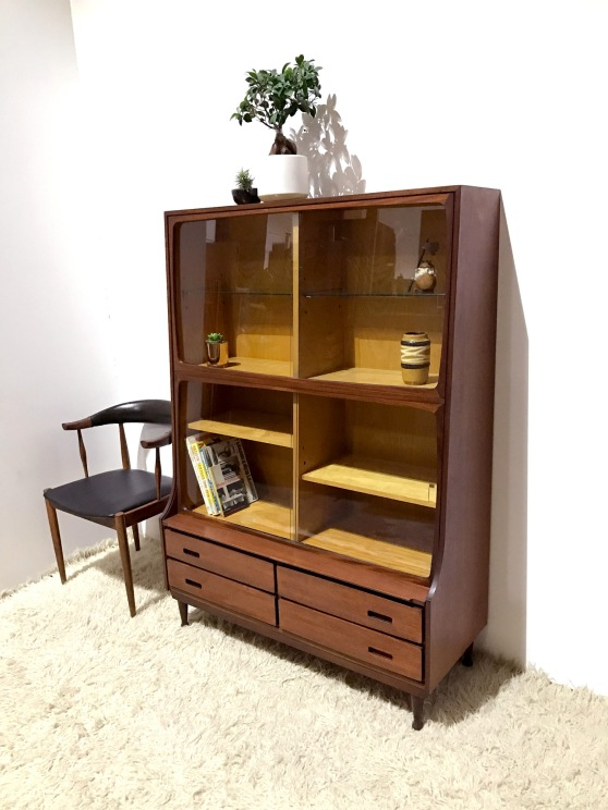 _meredew-display-cabinet